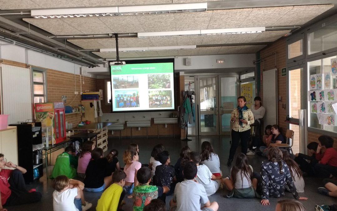 Productors de cafè de comerç just de Nicaragua visiten l'escola Montnegre